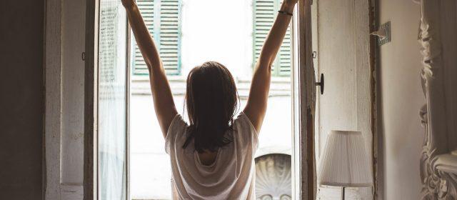 Como acordar seu corpo para uma meditação matinal