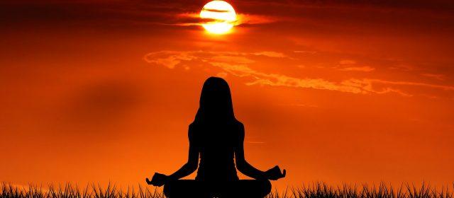 Uma pratica de 6 minutos de mindfullness para relaxar e realinhar depois de um dia agitado.